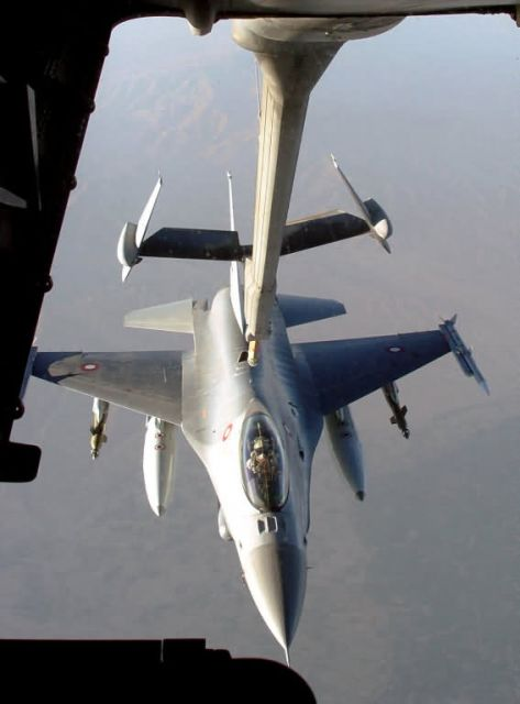 KC-10 Extender - Fueling friends Picture