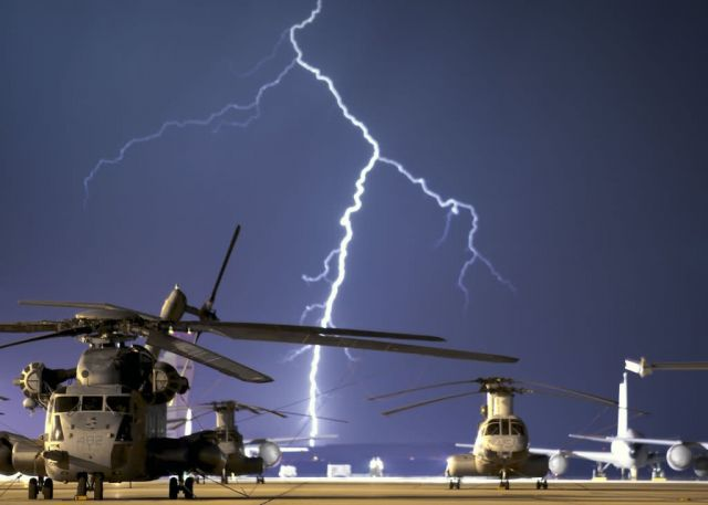 EDWARDS AIR FORCE BASE - Lightning fast Picture
