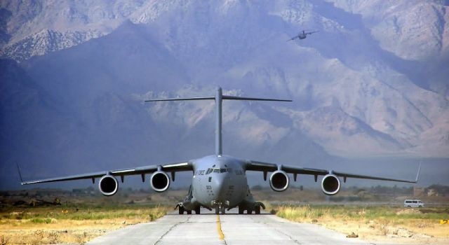 C-17 Globemaster III - Moving a mountain Picture