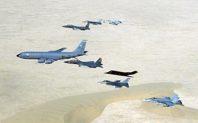 KC-135 Stratotanker - Gas line Picture
