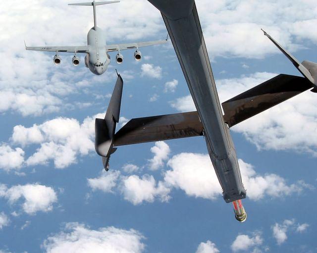 C-17 Globemaster III - C-17 refueling Picture