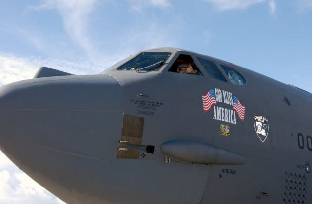 B-52 - Thumbs up Picture