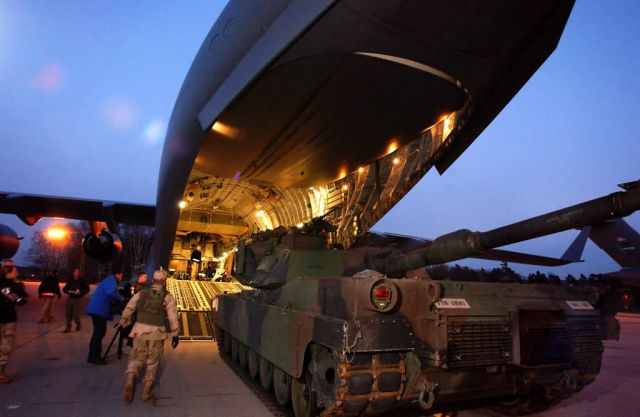 C-17 Globemaster III - Tank delivery Picture