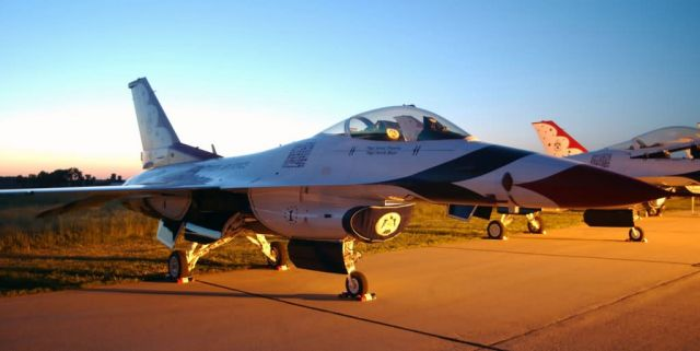 F-16 Fighting Falcon - Thunderbird at rest Picture