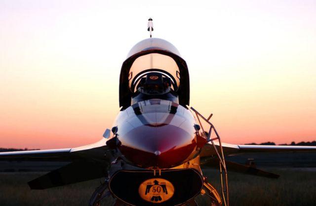 F-16 Fighting Falcon - Thunderbird sunset Picture