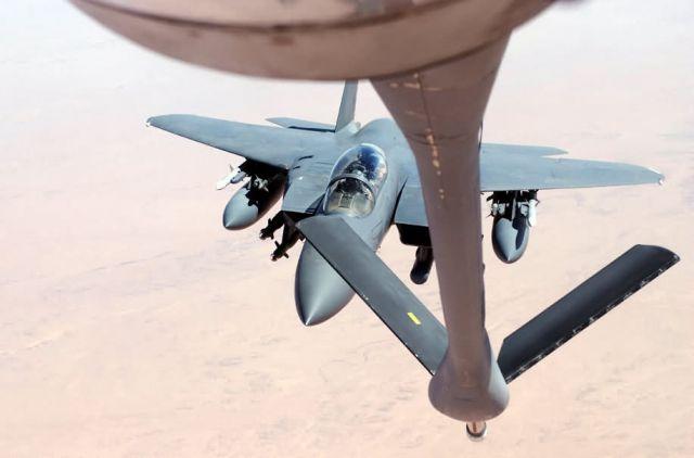 F-15E Strike Eagle - Strike Eagle refuels Picture