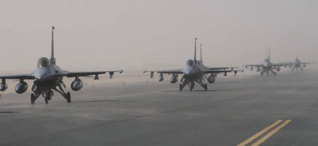F-16 Fighting Falcons - Dusty falcons Picture