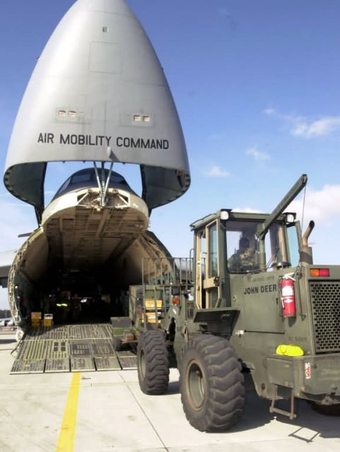 C-5 Galaxy - Loading a Galaxy Picture