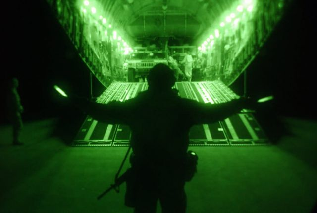 C-17 Globemaster III - Night cargo Picture