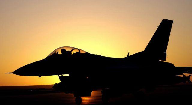 F-16 Fighting Falcon - Night sortie Picture