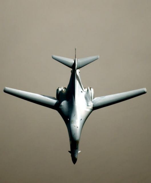 B-1 Lancer - Lancer near Iraq Picture
