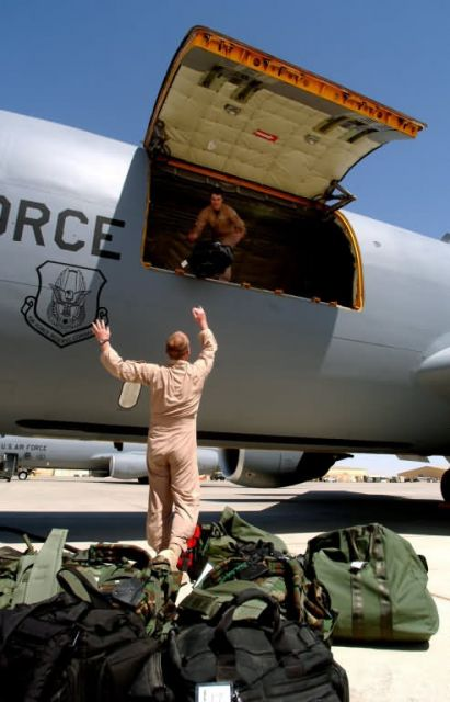 KC-135 - Bag loading Picture