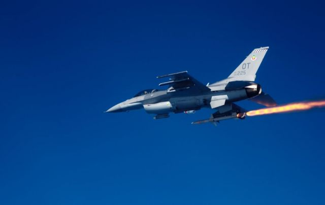 F-16C Fighting Falcon - HARM firing Picture