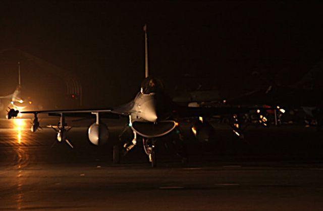 F-16CJ - F-16 by night Picture