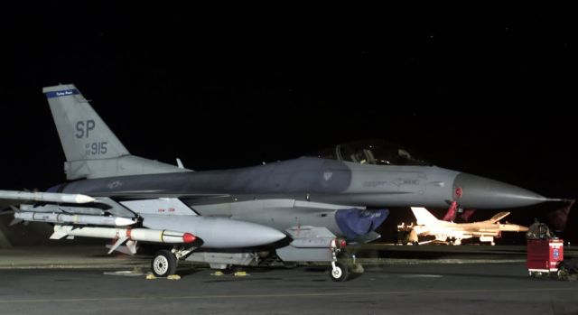 F-16CJ Fighting Falcon - Quiet night Picture