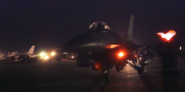 F-16 Fighting Falcons - Long night Picture