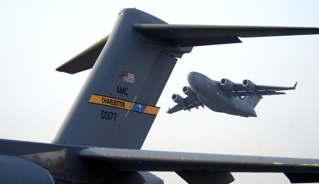 C-17 Globemaster III - Globemaster III transports troops Picture
