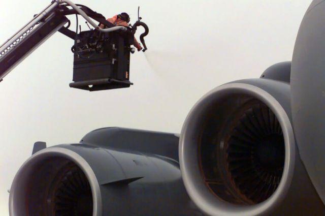C-17 Globemaster III - De-icing Picture