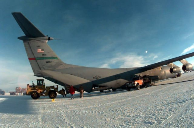 C-141B Starlifter - Deep freeze Picture
