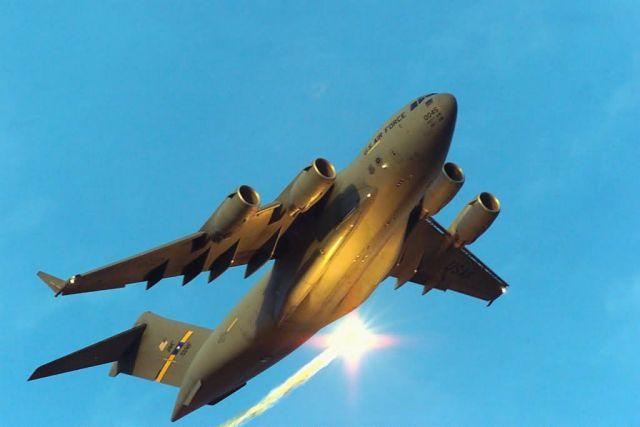 C-17 Globemaster III - Evasive maneuvers Picture