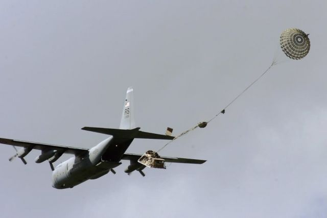 C-130 Hercules - C-130 drop Picture