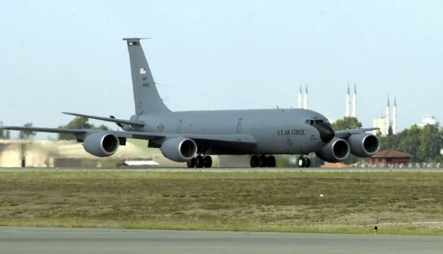 KC-135R Stratotanker - Tanker Taxi Picture