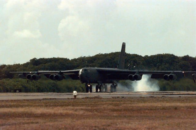 B-52 - a long-range, heavy bomber - Buff landing Picture