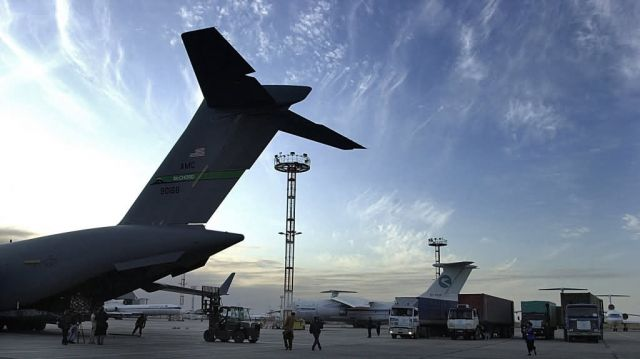 C-17A Globemaster III - Off loading Picture