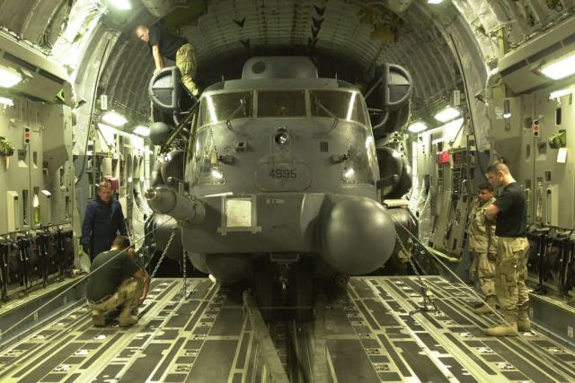 MH-53J Pave Low III - Globemaster lift Picture