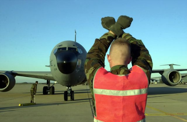 KC-135R Stratotanker - Hold here Picture