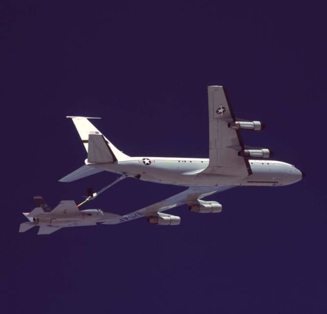 X-35A - Refueling the X-35 Picture
