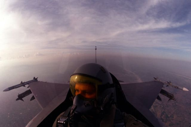 F-16 Fighting Falcon - Excellent view Picture