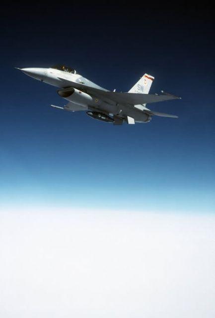 F-16 Fighting Falcon - Falcon in flight Picture