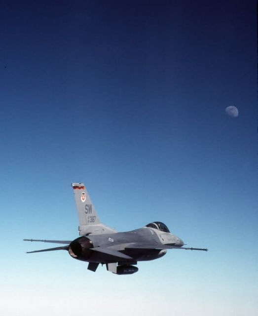 F-16CJ - Flying to the moon Picture
