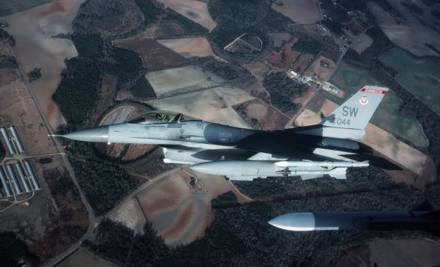F-16CJ - Bank right Picture