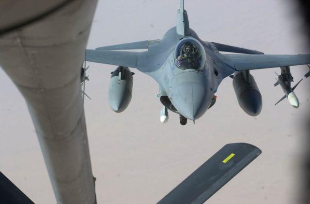 F-16CJ - Refueling run Picture