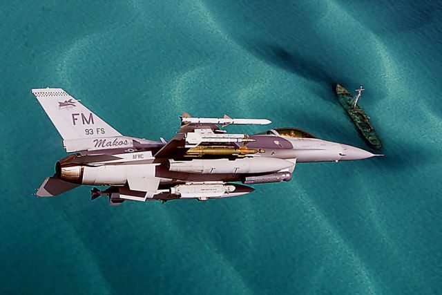 F-16C Fighting Falcon - Coastin' Picture
