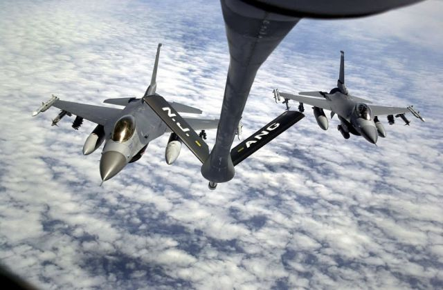 KC-135 Stratotanker - Falcons full Picture