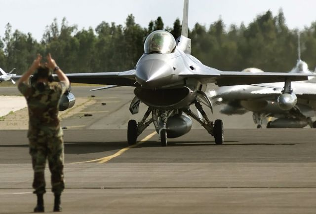 F-16 Fighting Falcons - Waiting in line Picture