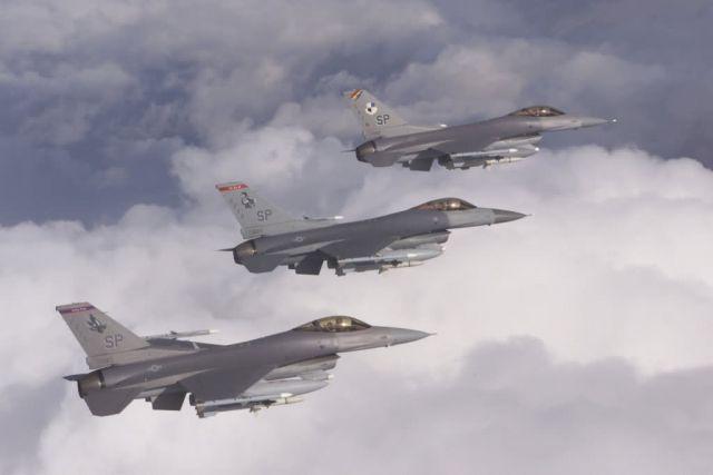 F-16C - Falcon trio Picture