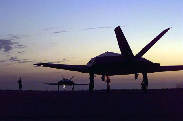 F-117 Nighthawks - Holding Picture