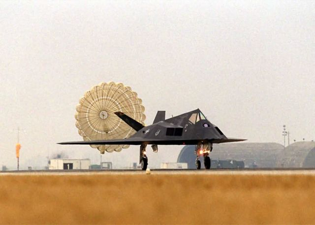 F-117 Nighthawk - Touch down Picture