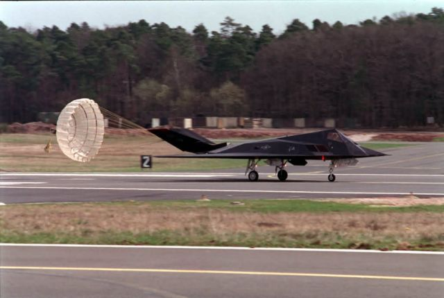 F-117 - Chutes away Picture