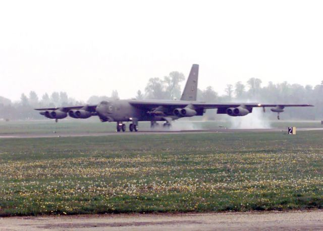 B-52H Stratofortress - Buff touch down Picture