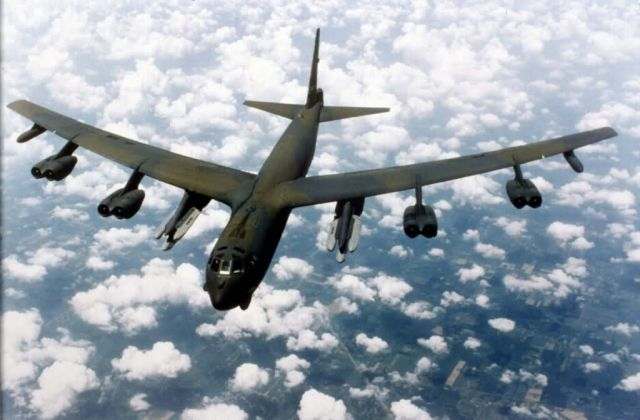 B-52 - B-52 in flight Picture