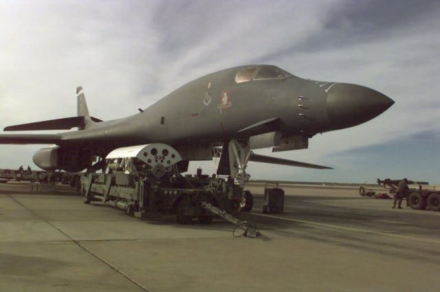 B-1B Lancer - Waiting for action Picture