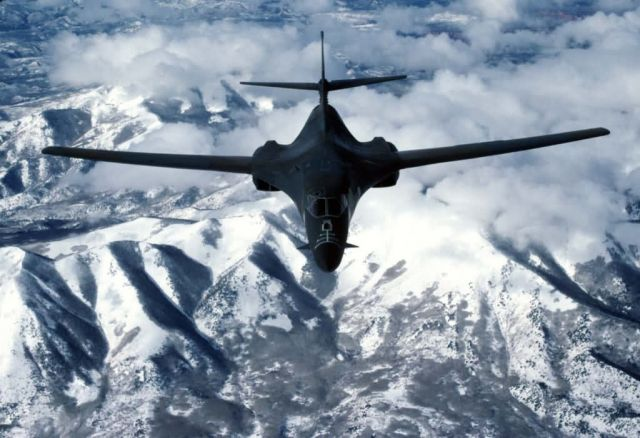 B-1 - Lancer in flight Picture