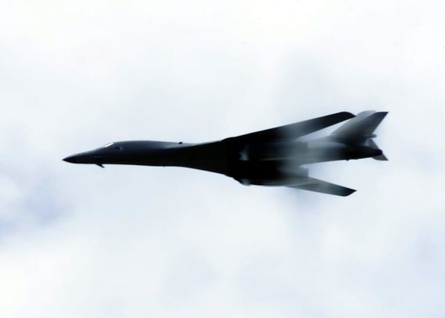 B-1B Lancer - Low pass Picture