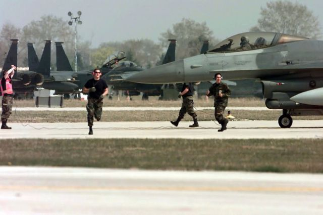 F-16 Fighting Falcons - Scramble Picture