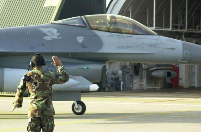 F-16 - 3,000 Picture